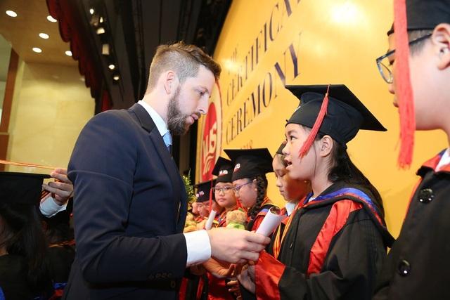 VUS nâng kỷ lục 106.210 học viên nhận chứng chỉ quốc tế - 2