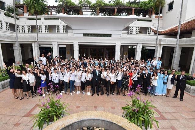 Ngày hội hướng nghiệp được tổ chức bởi khách sạn JW Marriott Hà Nội và khách sạn Sheraton Hà Nội. Các bạn học viên của trường Quốc tế CHM đã rất tự tin và chủ động phỏng vấn GM của JW Marriott và Sheraton để tìm hiểu thêm và các cơ hội nghiệp tại hai khách sạn này.