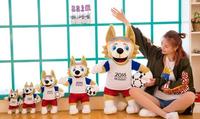 Các kích cỡ khác nhau của sói bông World Cup 2018, nhưng được yêu thích nhất vẫn là loại 25cm và 35cm.