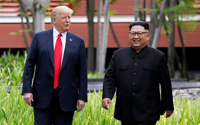 """Trao đổi với các phóng viên, Tổng thống Trump cho biết cuộc gặp """"diễn ra tốt hơn kỳ vọng"""". Ông cũng tiết lộ về việc ký kết tuyên bố quan trọng với nhà lãnh đạo Kim Jong-un."""
