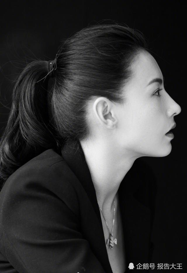 Hậu ly dị, Bá Chi quyết tâm gây dựng lại sự nghiệp mà cô đã bỏ quên trong thời gian lập gia đình. Nữ diễn viên họ Trương được khen trẻ đẹp như thời 18 tuổi.