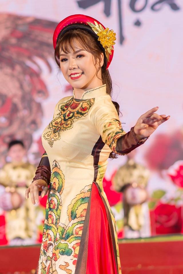 Cô Đỗ Ánh Tuyết vừa là một giáo viên với nhiều sáng tạo trong dạy học vừa mang dáng dấp một nghệ sĩ.