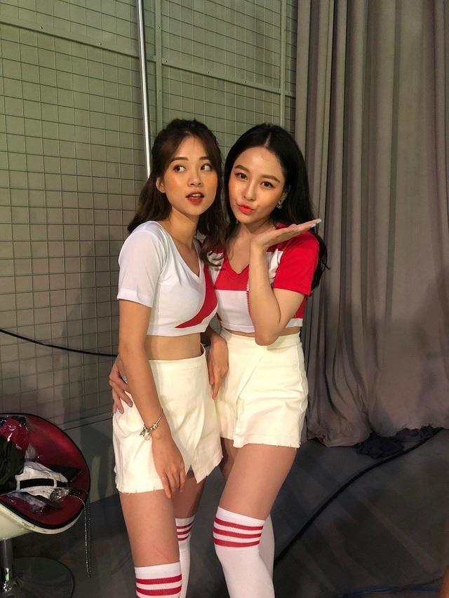 Dàn hot girl Việt nóng bỏng cổ vũ VCK World Cup 2018 - 1