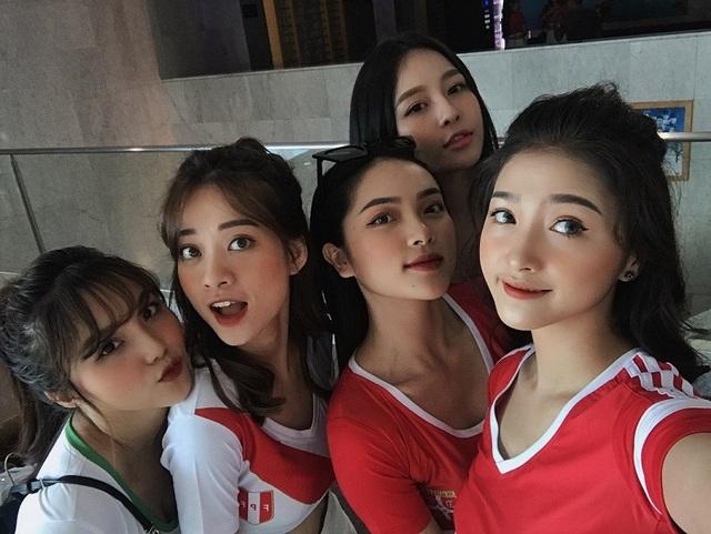 Dàn hot girl Việt nóng bỏng cổ vũ VCK World Cup 2018 - 2