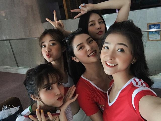 Dàn hot girl Việt nóng bỏng cổ vũ VCK World Cup 2018 - 3