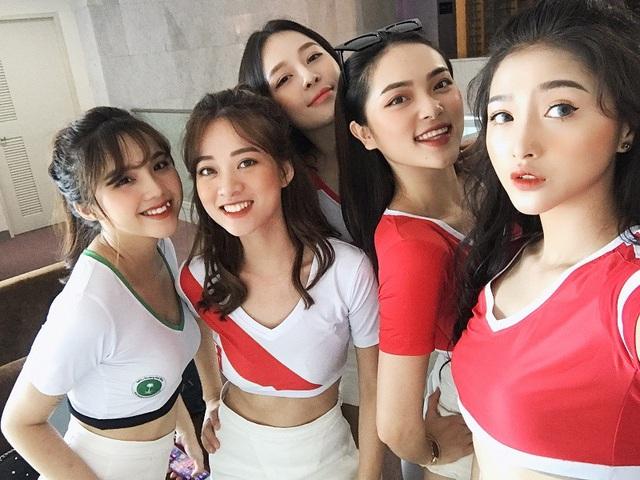 Dàn hot girl Việt nóng bỏng cổ vũ VCK World Cup 2018 - 4