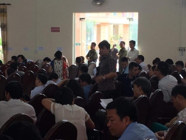 Quang cảnh buổi đấu giá đất tại xã Quảng Tân, huyện Quảng Xương - sự việc nhà báo Trần Đại đang tìm hiểu theo phản ánh của người dân