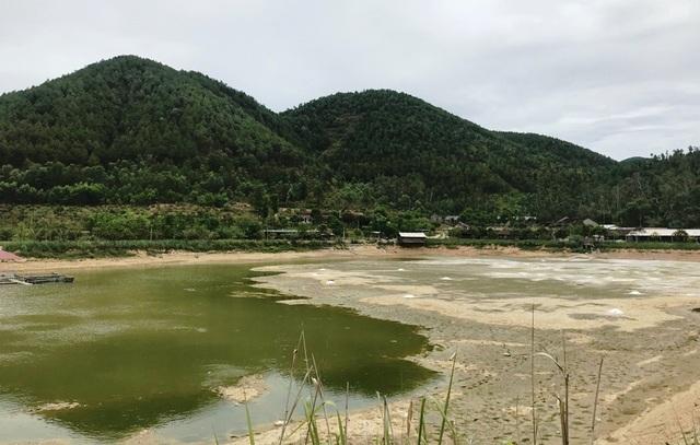 Người dân cho biết, khu du lịch này nhiều năm nay gây ô nhiễm làm cuộc sống người dân bị đảo lộn.