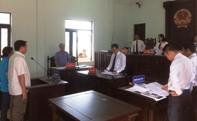 Sau hơn một ngày xét xử, HĐXX phiên tòa sơ thẩm lần 4 cho tạm hoãn phiên tòa để kiểm tra lại thực địa