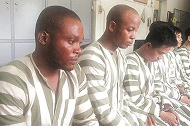 Nhóm 7 đối tượng lừa đảo tiền tỷ với phụ nữ quen qua mạng bị công an TPHCM bắt giữ.