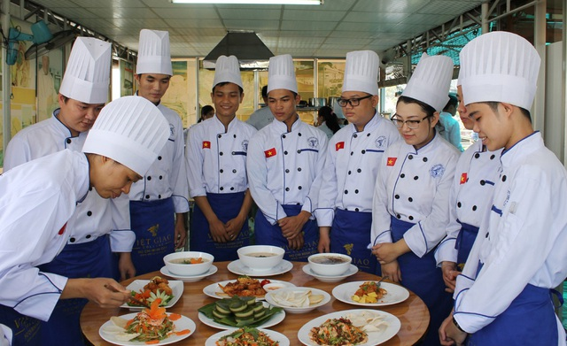 Bên cạnh ngành Quản trị Bếp - Ẩm thực, Hướng dẫn Du lịch, Quản trị Khách sạn, Kế toán cũng là những ngành phù hợp cho HS lớp 9 có nghề nghiệp ổn định sau 3 năm học tại Việt Giao.