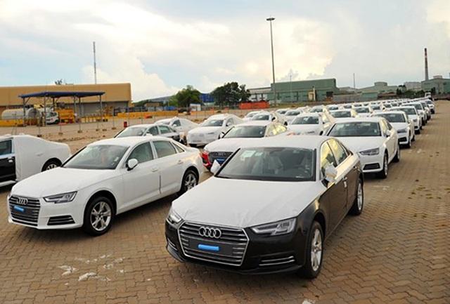 Hầu như tất cả xe sang và siêu sang tại Việt Nam đều được nhập khẩu nguyên chiếc từ châu Âu, Nhật Bản...