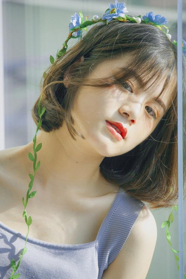 Bộ ảnh được chị của Tâm là cô bạn Hạ Du (sinh năm 2000) thực hiện. Hạ Du cũng là người trực tiếp lên ý tưởng hoàn toàn, từ tìm phòng chụp có ánh sáng phù hợp, tìm trang phục đến mẫu make-up cho Tâm.