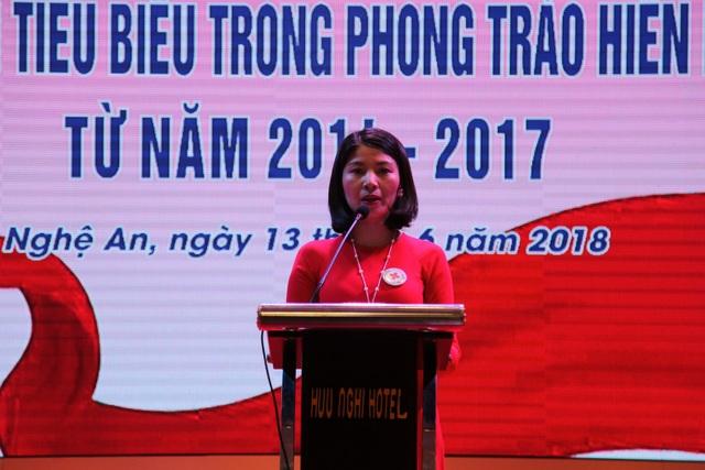 Bà Nguyễn Lương Hồng - Chủ tịch Hội Chữ thập đỏ tỉnh Nghệ An - Phó chủ tịch Ban chỉ đạo vận động HMTN - tôn vinh công tác hiến máu tình nguyện từ năm 2014 - 2017.