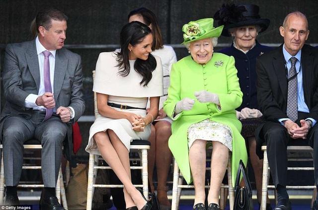 Công nương xứ Sussex rất được báo giới quan tâm sau đám cưới với hoàng tử Anh Harry