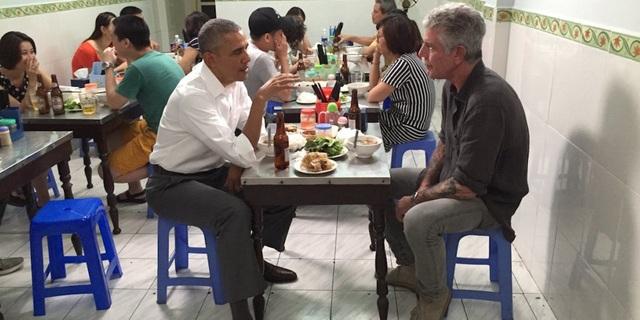 Anthony Bourdain là người vinh dự được ăn bún chả cùng tổng thống Mỹ Obama khi ông tới Việt Nam