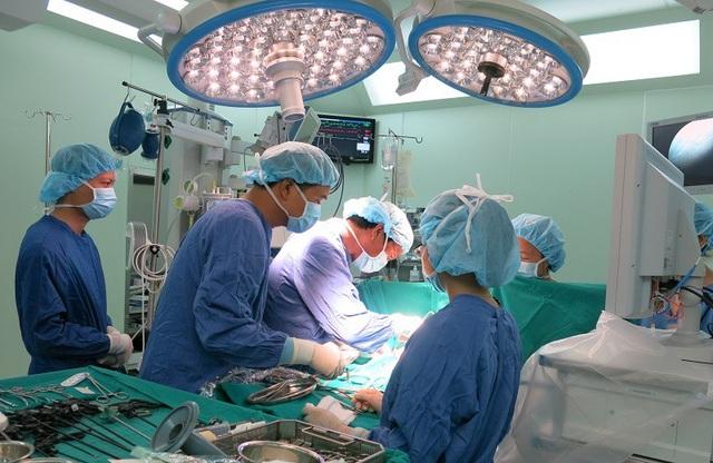GS Nguyễn Thanh Liêm là người tiên phong nghiên cứu ghép tế bào gốc chữa nhiều bệnh nan y như bại não, tự kỷ, xơ gan… ở Việt Nam