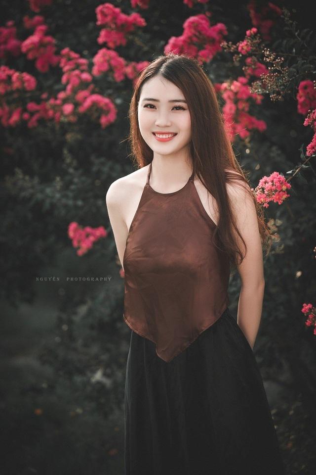 Thanh Phương cho rằng việc các bạn trẻ mạnh dạn cởi dây yếm để chụp ảnh sen cũng chỉ vì mong muốn có được bức hình đẹp, tuy nhiên cần cẩn trọng vì ranh giới giữa nghệ thuật và dung tục khá mong manh.