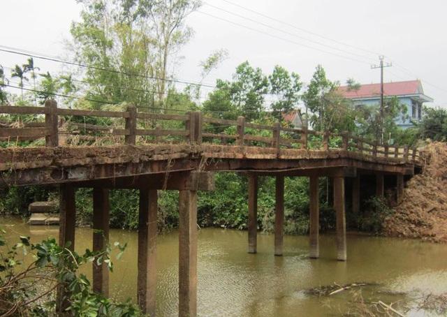 Cây cầu nằm trên tuyến giao thông huyết mạch liên xã