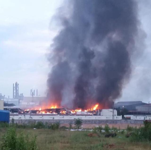 Hiện trường xảy ra vụ việc, đám cháy bắt đầu từ đêm ngày 13/6 đến rạng sáng ngày 14/6 lực lượng chức năng mới cơ bản khống chế được (Ảnh: Phuoc Trung)
