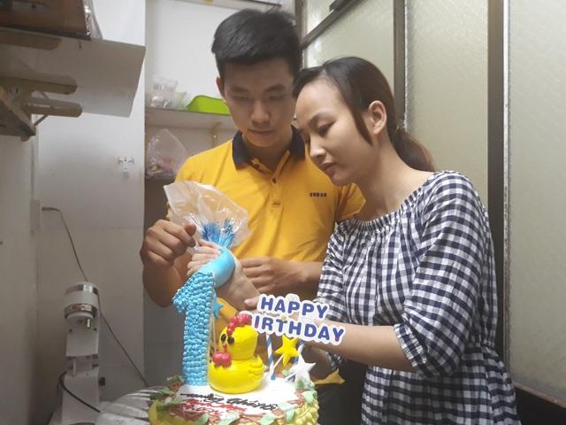 Vợ chồng Tâm và Phương hiện là chủ tiệm bánh nhỏ