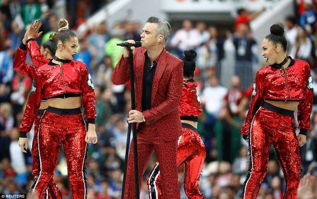 Ca sỹ người Anh vinh dự được mời diễn mở màn trong tối khai mạc giải bóng đá lớn nhất hành tinh