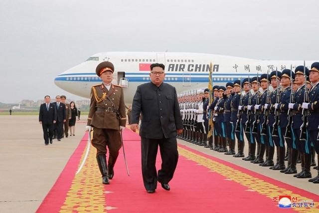 Ông Kim Jong-un được chào đón và ca ngợi sau khi trở về từ Singapore sau hội nghị thượng đỉnh với Tổng thống Mỹ Donald Trump. (Ảnh: Reuters)