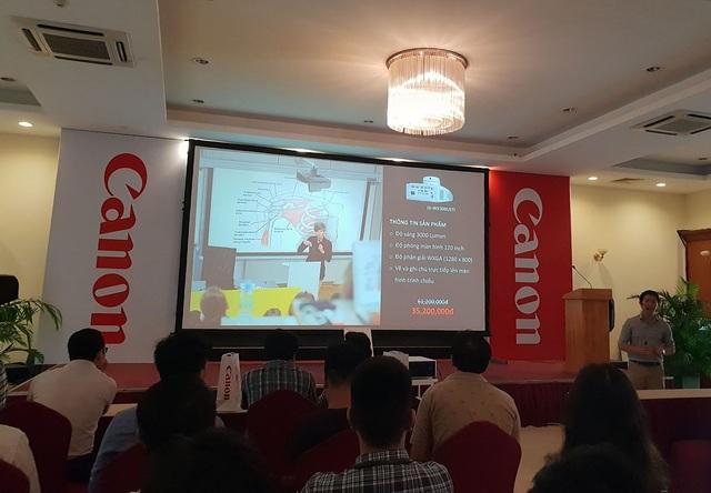 Đại diện Canon giới thiệu về loạt máy chiếu mới tại Việt Nam