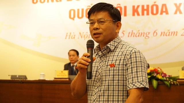 Ông Nguyễn Thanh Hồng trả lời tại cuộc họp báo.
