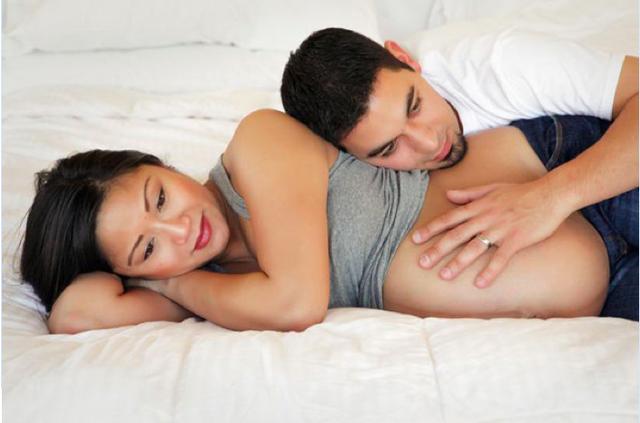 """Mang thai 3 tháng đầu là giai đoạn nhạy cảm, mẹ cần kiêng cữ hoặc thận trọng khi """"yêu"""""""