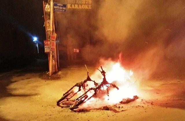 2 xe máy bị đốt cháy rụi nghi do... trận hòa Bồ Đào Nha - Tây Ban Nha - 1