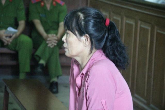 Bị cáo Nguyệt gửi tiền cho hung thủ giết chồng mình chữa bệnh.
