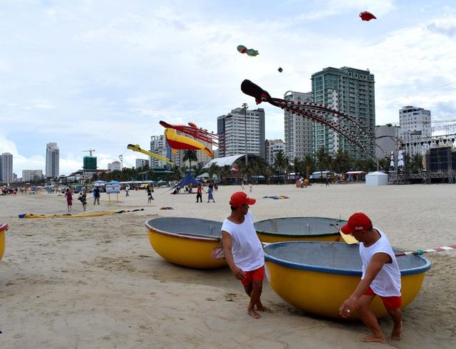 Trong Chương trình Đà Nẵng - Điểm hẹn mùa hè 2018, người dân và du khách có thể tham gia nhiều hoạt động văn hoá cộng đồng như lễ hội diều, biểu diễn ngoáy thúng...