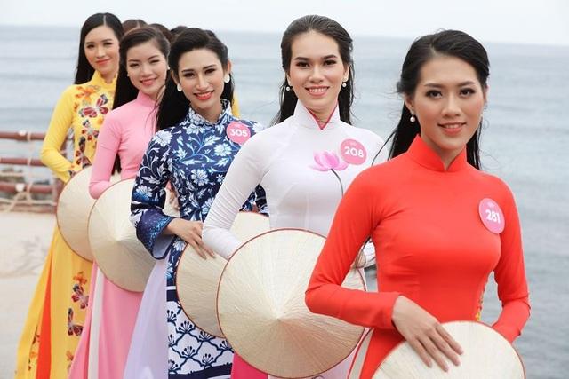30 thí sinh hoa hậu phía Nam làm sáng bừng Eo Gió với áo dài rực rỡ  Hoa Hậu - 11