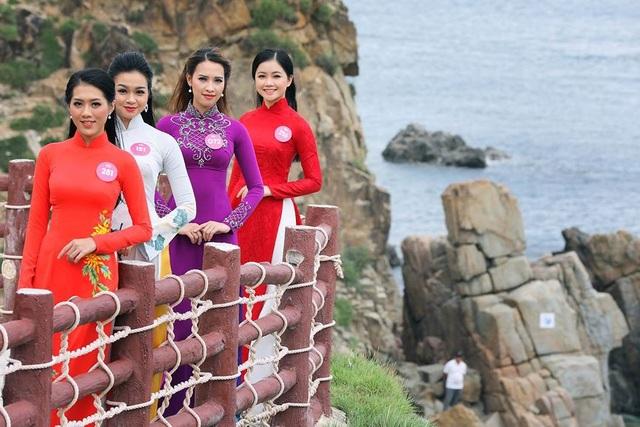 30 thí sinh hoa hậu phía Nam làm sáng bừng Eo Gió với áo dài rực rỡ  Hoa Hậu - 12