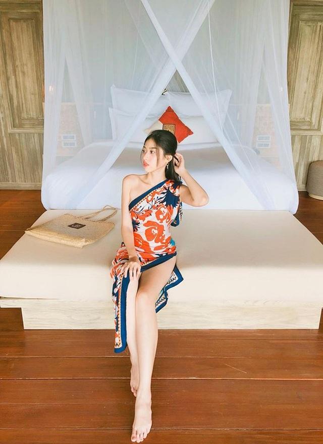 Vẻ đẹp của bản sao Chi Pu khiến nhiều người ngưỡng mộ.