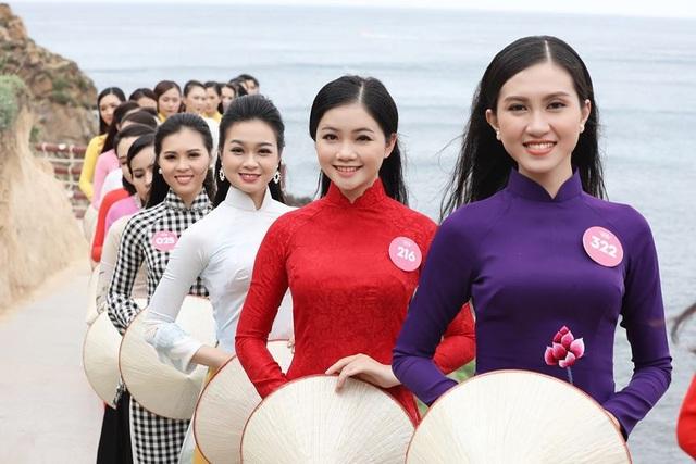 30 thí sinh hoa hậu phía Nam làm sáng bừng Eo Gió với áo dài rực rỡ  Hoa Hậu - 7