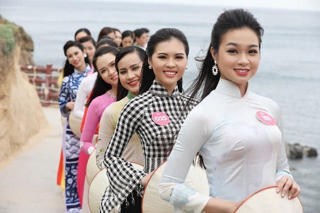 30 thí sinh hoa hậu phía Nam làm sáng bừng Eo Gió với áo dài rực rỡ  Hoa Hậu - 8