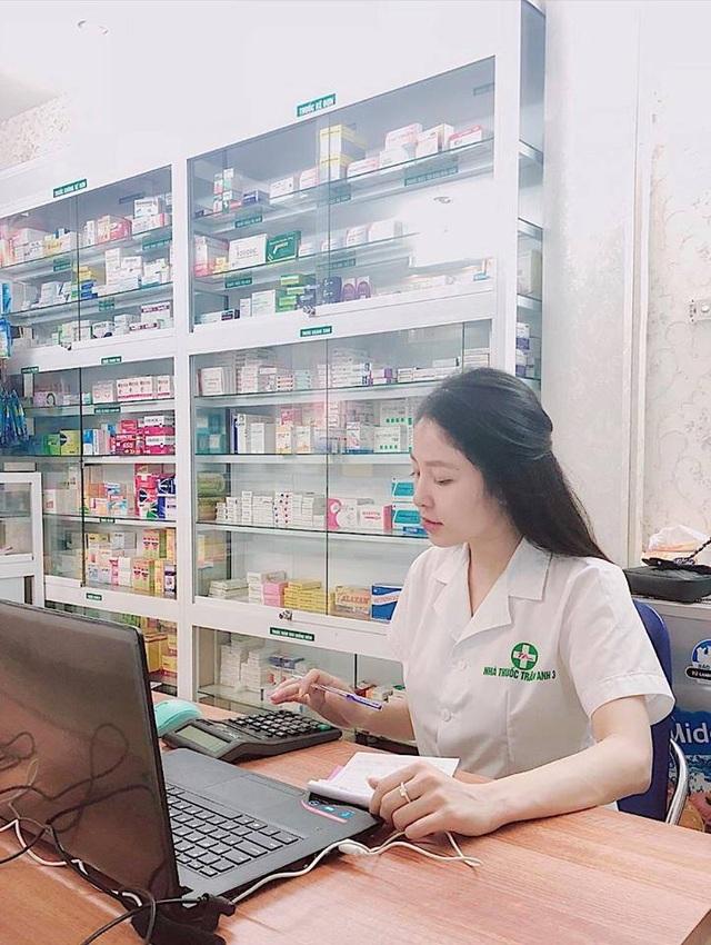 Hiện tại, ngoài bận ghi hình Trâm Anh còn dành thời gian cho công việc làm mẫu ảnh và chuỗi cửa hàng thuốc mới mở.