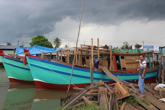 Những chiếc tàu biển sắp hoàn thiện của doanh nghiệp tư nhân chuyên đóng tàu biển do ông Hùng làm chủ. Ảnh: TRẦN TUẤN