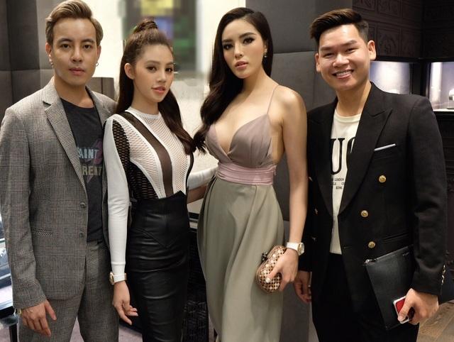 Tham dự cùng Hoa hậu Kỳ Duyên còn có Hoa hậu Jolie Nguyễn và stylist Mạch Huy.