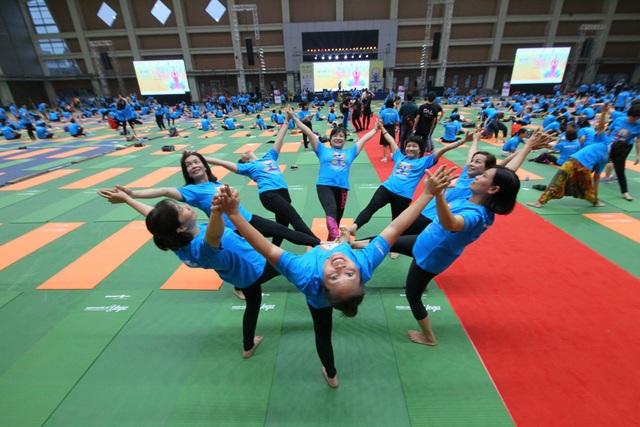 Màn trình diễn Yoga của những người tham gia