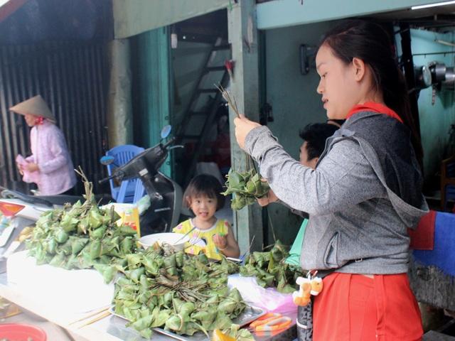 Bánh ú tro là món ăn không thể thiếu trong ngày Tết Đoan Ngọ.