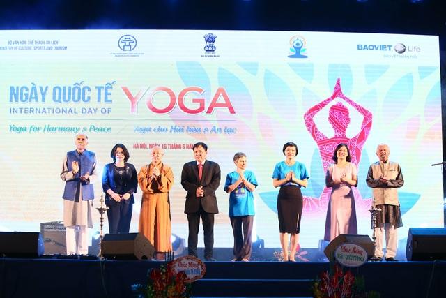 Các quan chức Việt Nam và Ấn Độ trong buổi lễ