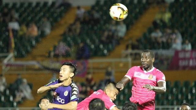 Da Sylva (phải) là tác giả của 4 bàn thắng cho Sài Gòn FC trước CLB Hà Nội