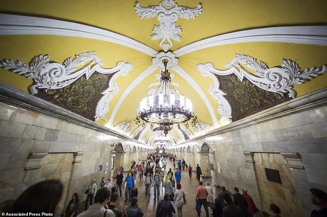 Nhà ga Komsomolskaya có phần mái vòm thiết kế cầu kỳ độc đáo