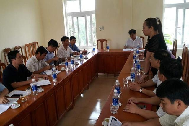 Đại diện lãnh đạo các sở, ban ngành của 2 tỉnh tổ chức hội nghị giải quyết vấn đề nêu trên.
