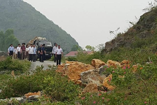 Đoàn công tác của 2 tỉnh Thanh Hóa và Ninh Bình kiểm tra tại mỏ đá