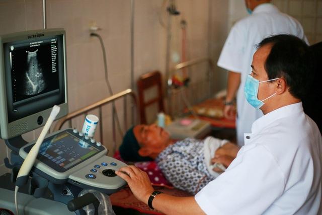 Đoàn Bệnh viện Trung ương Huế khám chữa bệnh cho người dân của các cụm xã vùng Lìa phía Nam và cụm xã vùng Bắc Hướng Hóa, tỉnh Quảng Trị, và người dân Lào sống vùng biên giới ven 2 cụm xã