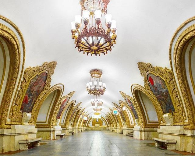 """Nga tự hào với """"cung điện ngầm"""" lộng lẫy nguy nga dưới lòng đất - 8"""